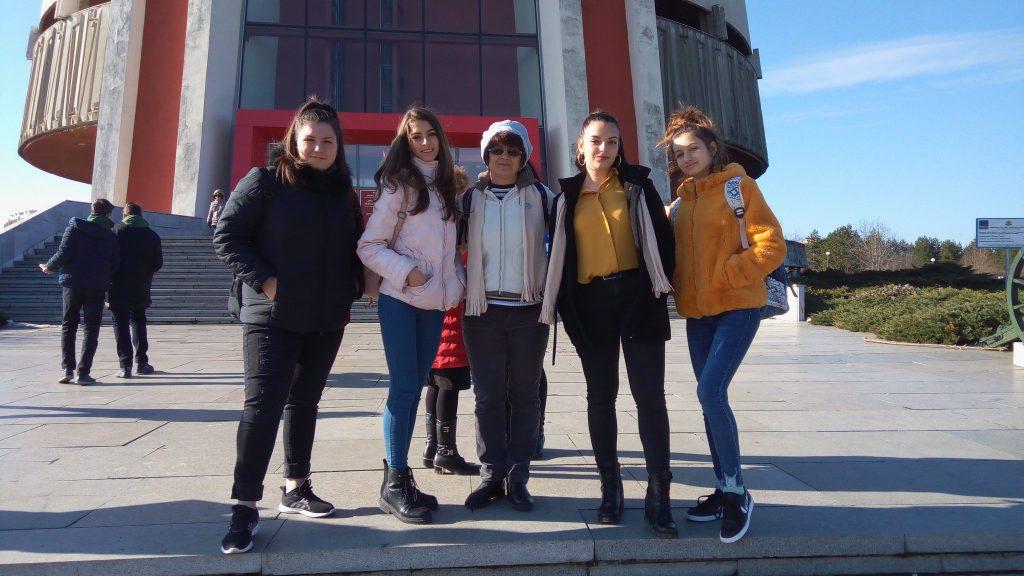 Ния,Теодора, Александрина и Михаела - 9а клас и Иванка Лекова учител по английски език